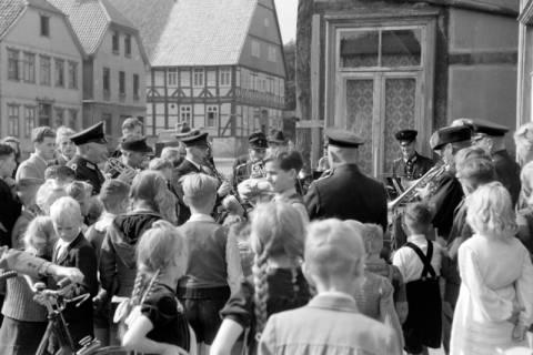 ARH NL Dierssen 0130/0018, Vorführung der Feuerwehr, Springe, 1948