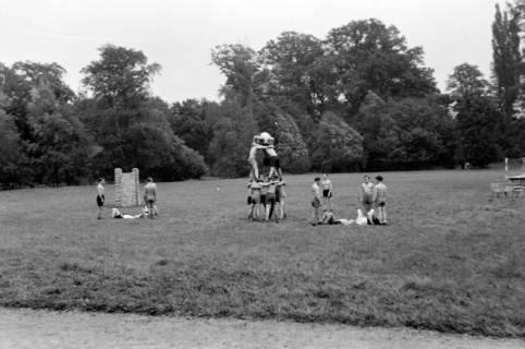 ARH NL Dierssen 0131/0001, Trizonale Wettkämpfe am Schloss, Hasperde, 1948