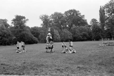ARH NL Dierssen 0131/0002, Trizonale Wettkämpfe am Schloss, Hasperde, 1948