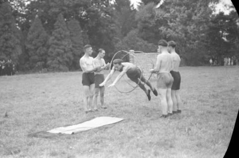 ARH NL Dierssen 0131/0010, Trizonale Wettkämpfe am Schloss, Hasperde, 1948