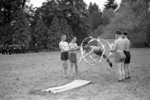 ARH NL Dierssen 0131/0011, Trizonale Wettkämpfe am Schloss, Hasperde, 1948