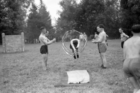ARH NL Dierssen 0131/0012, Trizonale Wettkämpfe am Schloss, Hasperde, 1948