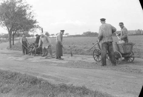 ARH NL Dierssen 0131/0018, Ausbesserung einer Chaussee, 1948
