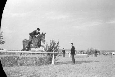 ARH NL Dierssen 0132/0001, 1. Reiterfest, 1948