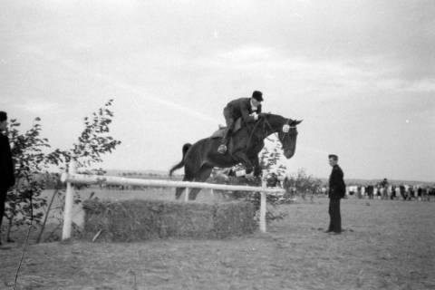 ARH NL Dierssen 0132/0002, 1. Reiterfest, 1948