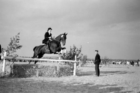 ARH NL Dierssen 0132/0003, 1. Reiterfest, 1948