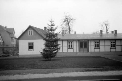 ARH NL Dierssen 0136/0001, Weihnachtsbaum vor dem Rathaus, Springe, 1948