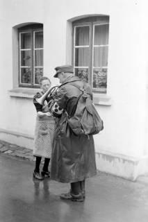 ARH NL Dierssen 0137/0010, Blinder Strassenmusikant, Springe, 1948