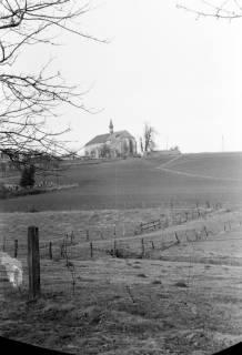 ARH NL Dierssen 0139/0016, Blick zur Finie mit der Klosterkirche, Wittenburg, 1949