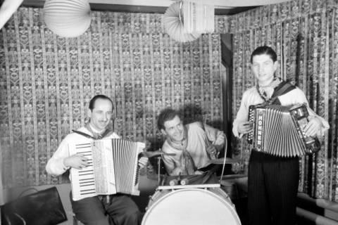 ARH NL Dierssen 0142/0018, Fasching, Steinkrug, 1949
