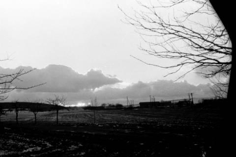 ARH NL Dierssen 0144/0013, Blick auf das teilweise schneebedeckte Springe, um 1949