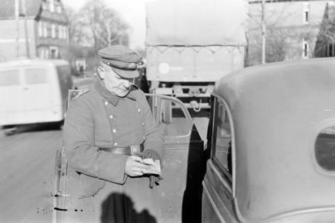 ARH NL Dierssen 0147/0008, Polizeikontrolle, 1949