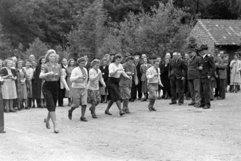 ARH NL Dierssen 0150/0004, Betriebsfest des Forstamt Saupark, Eldagsen, 1949