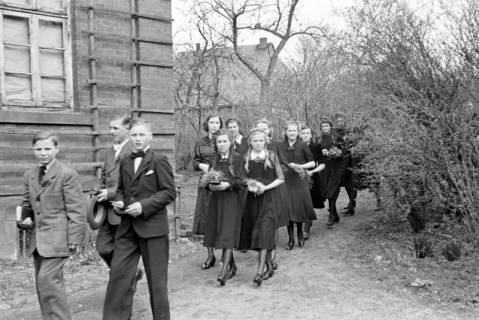 ARH NL Dierssen 0154/0007, Konfirmation, Völksen, 1949