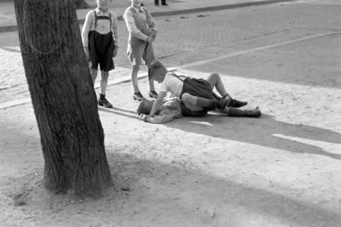 ARH NL Dierssen 0157/0016, Balgende Kinder, 1949