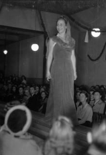ARH NL Dierssen 0167/0007, Schaufrisieren und Modenschau, 1949