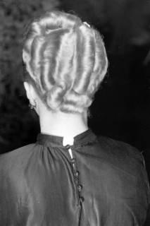 ARH NL Dierssen 0167/0010, Schaufrisieren und Modenschau, 1949