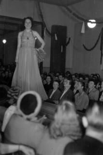 ARH NL Dierssen 0167/0014, Schaufrisieren und Modenschau, 1949