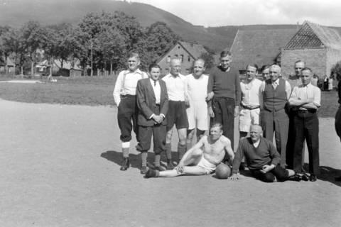 ARH NL Dierssen 0170/0021, Forstarbeiter spielen Fußball, 1949
