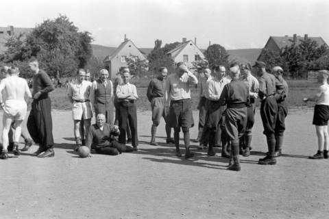 ARH NL Dierssen 0170/0022, Forstarbeiter spielen Fußball, 1949