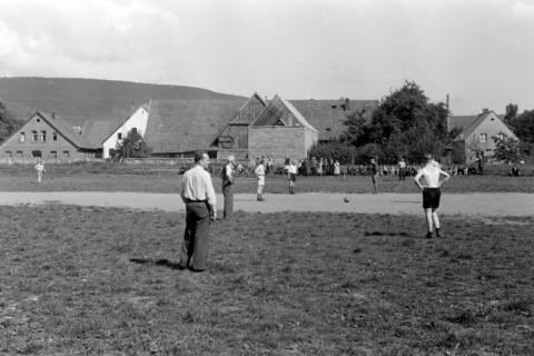 ARH NL Dierssen 0170/0023, Forstarbeiter spielen Fußball, 1949