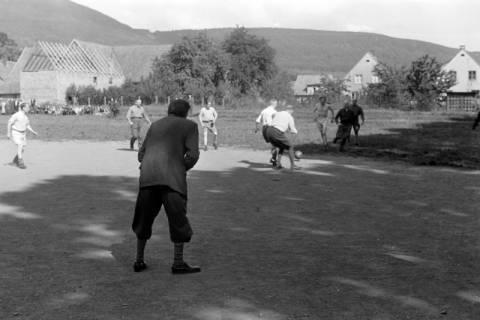 ARH NL Dierssen 0170/0024, Forstarbeiter spielen Fußball, 1949