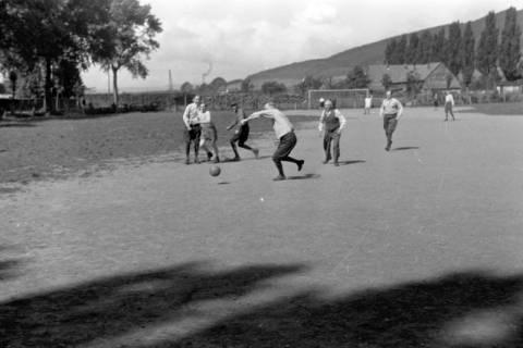 ARH NL Dierssen 0171/0002, Forstarbeiter spielen Fußball, 1949