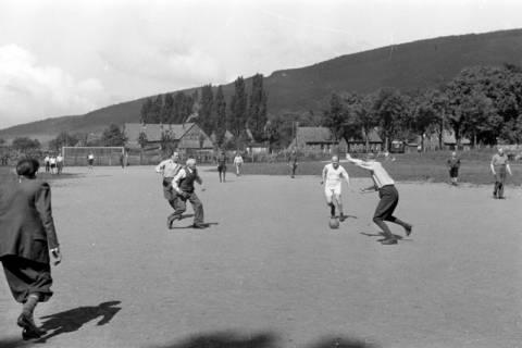 ARH NL Dierssen 0171/0003, Forstarbeiter spielen Fußball, 1949