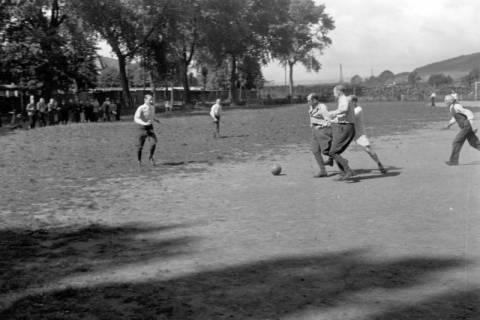 ARH NL Dierssen 0171/0004, Forstarbeiter spielen Fußball, 1949