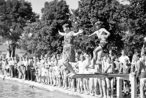 ARH NL Dierssen 0174/0007, Schwimmfest, 1949