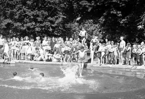 ARH NL Dierssen 0175/0007, Schwimmfest, 1949