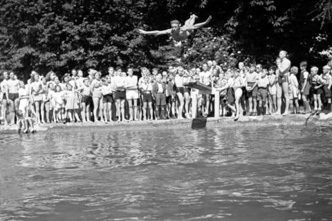 ARH NL Dierssen 0175/0011, Schwimmfest, 1949