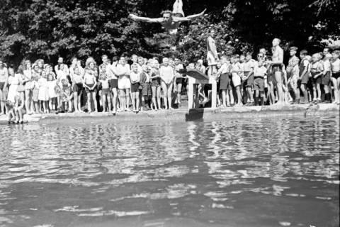 ARH NL Dierssen 0175/0018, Schwimmfest, 1949