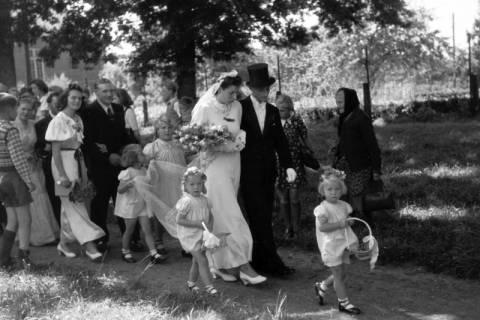 ARH NL Dierssen 0188/0009, Hochzeit Langendorf, 1949