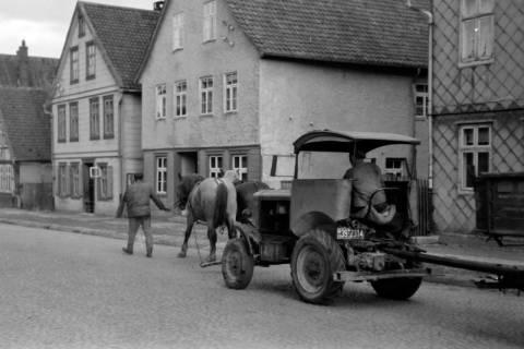 ARH NL Dierssen 0190/0014, Pferde schleppen Trecker ab, 1949