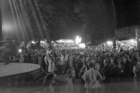 ARH NL Dierssen 0196/0029, Volksfest (Rummelplatz), 1949
