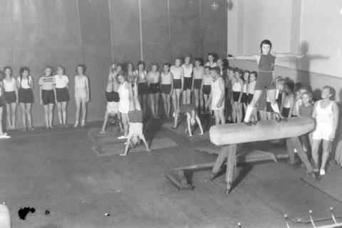ARH NL Dierssen 0198/0012, Schulturnen, 1949