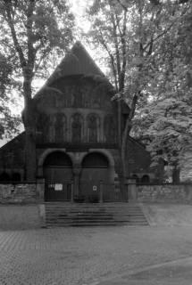 ARH NL Dierssen 0200/0004, Polizei-Ausflug: Nördliche Vorhalle der Stiftskirche St. Simon und Judas (auch Goslarer Dom genannt) in Goslar, 1949