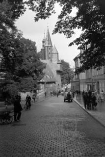 """ARH NL Dierssen 0200/0010, Polizei-Ausflug: Straße """"Hoher Weg"""" mit Blick auf das Große Heilige Kreuz, 1949"""