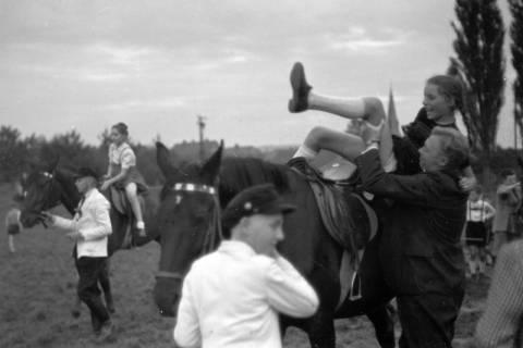 ARH NL Dierssen 0207/0030, Reittunier (Tag des Roten Kreuzes), 1949