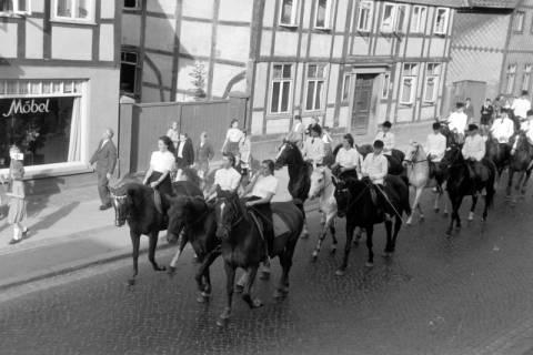 ARH NL Dierssen 0208/0014, Tag des Roten Kreuzes (Umzug und Reiten), 1949
