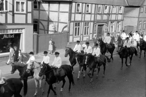 ARH NL Dierssen 0208/0015, Tag des Roten Kreuzes (Umzug und Reiten), 1949