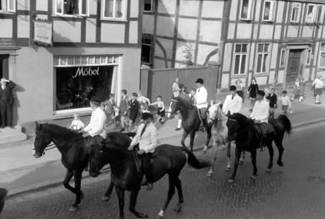 ARH NL Dierssen 0208/0016, Tag des Roten Kreuzes (Umzug und Reiten), 1949