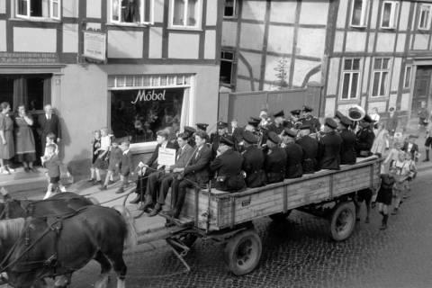 ARH NL Dierssen 0208/0017, Tag des Roten Kreuzes (Umzug und Reiten), 1949