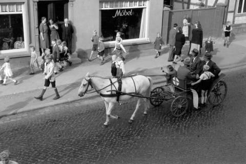 ARH NL Dierssen 0208/0018, Tag des Roten Kreuzes (Umzug und Reiten), 1949