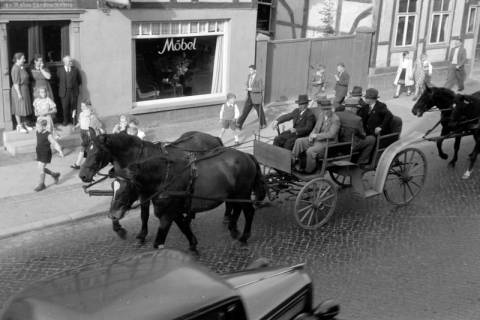ARH NL Dierssen 0208/0019, Tag des Roten Kreuzes (Umzug und Reiten), 1949