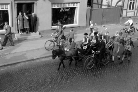 ARH NL Dierssen 0208/0021, Tag des Roten Kreuzes (Umzug und Reiten), 1949