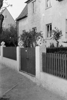 ARH NL Dierssen 0209/0014, Zaun mit Würfeln, 1949
