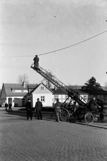 ARH NL Dierssen 1007/0004, Reinigung der Straßenlaternen, 1950
