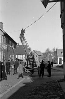 ARH NL Dierssen 1007/0005, Reinigung der Straßenlaternen, 1950
